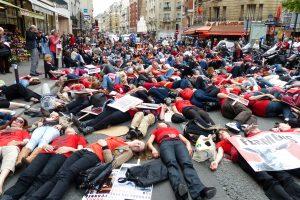 Die-in rue de Vaugirard