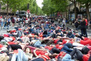 Die-in au carrefour Saint-Germain.