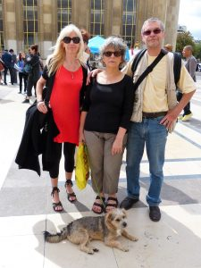 Martine, Danielle, Christian et Milou (Place du Trocadéro-30 août 2014)