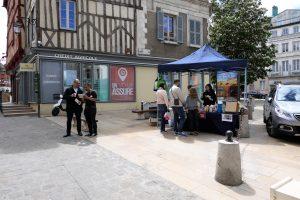 Stand pro-végan à Auxerre (13 mai 2017) - La place Charles Lepère